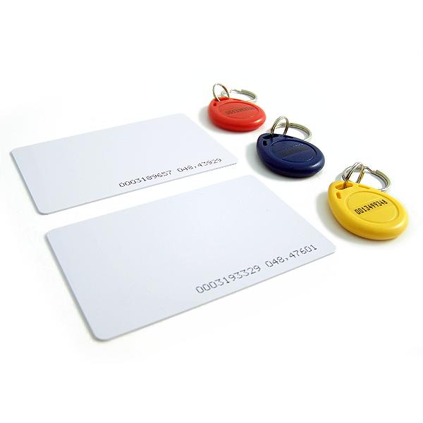 El etiquetado de productos bajo tecnología RFID HF necesita tener cercanía a los equipos de lectura de aproximadamente 10 cm.